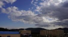 乌云满天下的建筑物图片