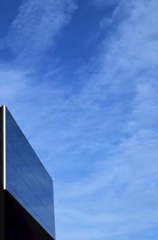 蓝天下的建筑物图片