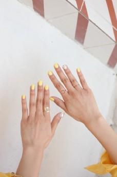 一双女士的手图片