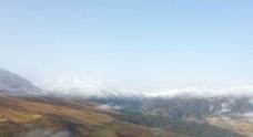 雪山云雾缭绕