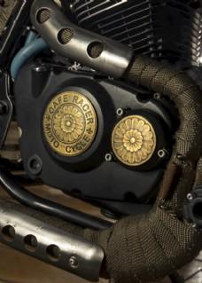 车库里的改装摩托车图片