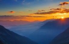 山脉夕阳晚霞风景图片