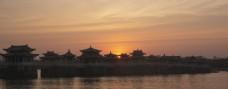 冬至夕阳下的广济桥图片