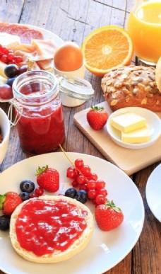 草莓蓝莓蛋糕图片