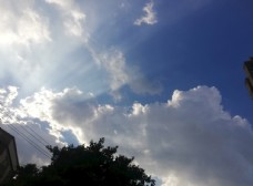 晴天天晴蓝天白云仰视天空图片