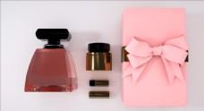 C4D模型香水化妆品粉色礼盒图片