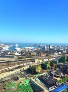 蓝天下的城市风景图片