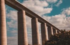 通往城市的桥梁图片