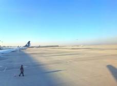 空旷的飞机场图片