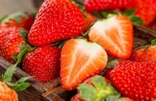 新鲜丹东牛奶草莓图片